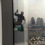 อยากได้ค่าจ้างเท่าไร คุณถึงยอมปีนตึกสูงอย่างนี้?