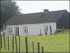 บ้านเก่าในอังกฤษอายุ 300 ปี ที่เริ่มมีไฟฟ้าใช้แล้ววันนี้